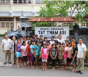 Grand Mirage team and the kids from Tat Twam Asi, an orphanage which was specially devoted to take care of girls.
